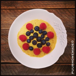 mango-custard met vers fruit