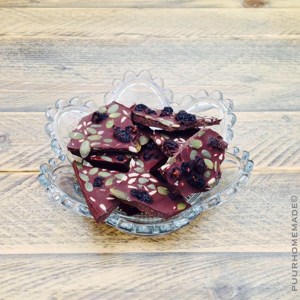 Raw chocolade met Pompoen,zonnebloem en zwarte moerbei - Puur Homemade